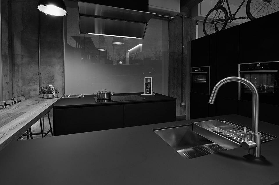 immagine studio architetto e immagine cucina in allestimento nella location dell'evento