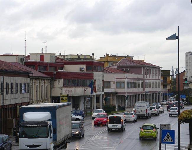 fotografia del centro di Stra con l'area municipale