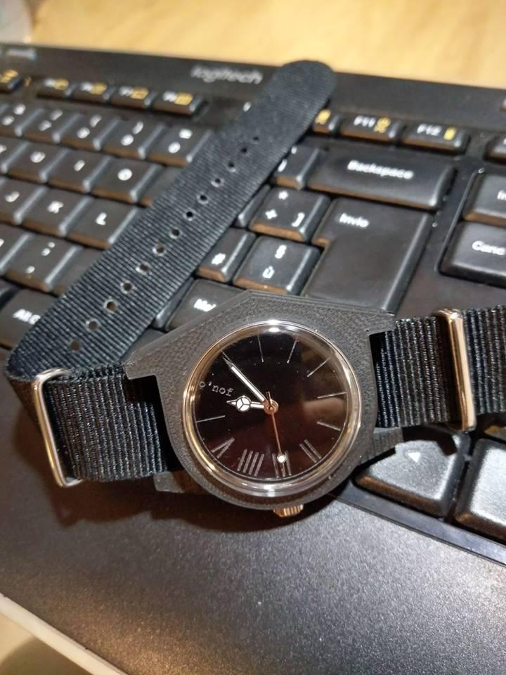 Fotografia di un orologio o'nof realizzato con tecnologia stampa 3D.