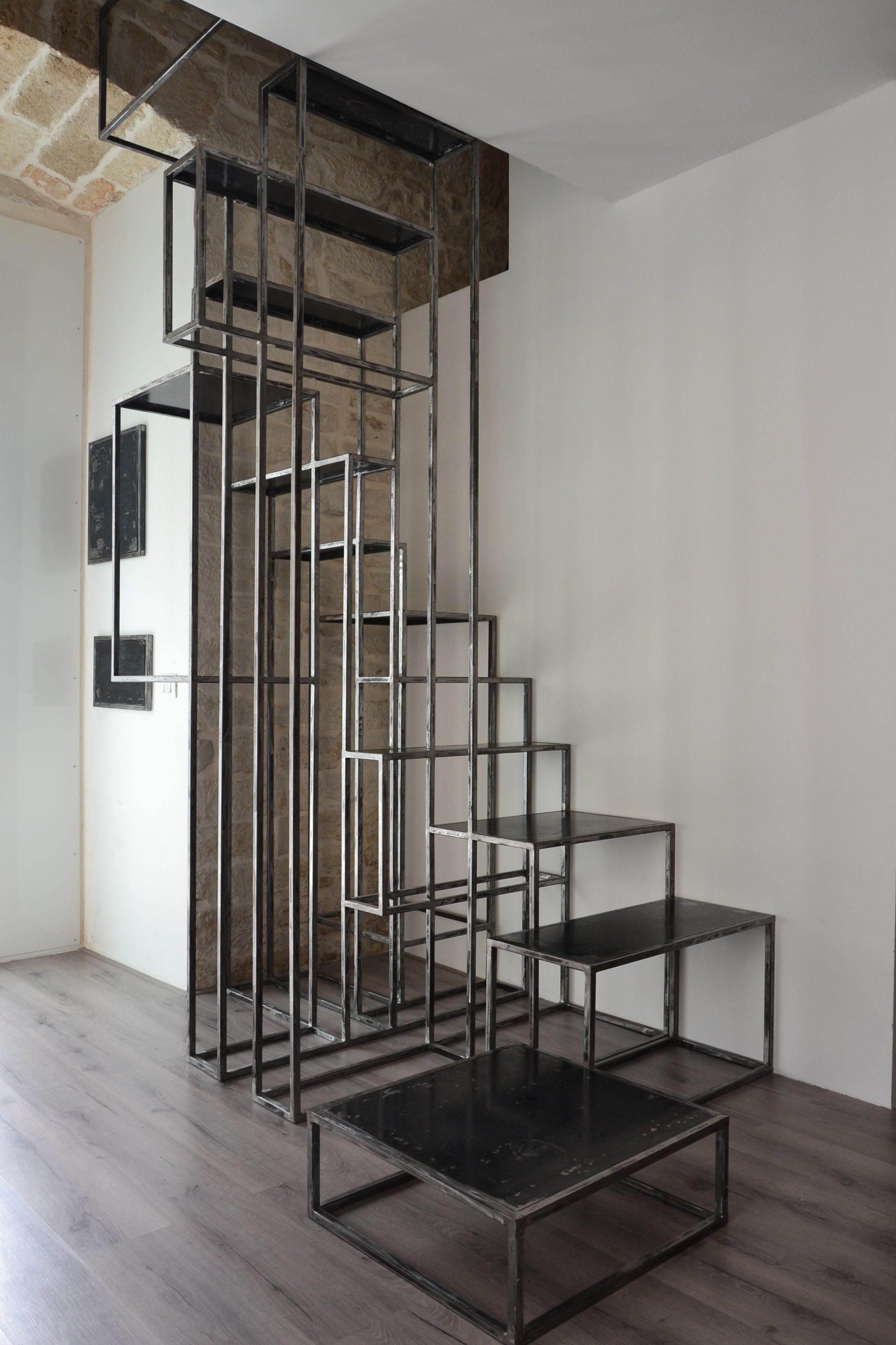Scala realizzata con materiale di scarto delle lavorazioni del ferro