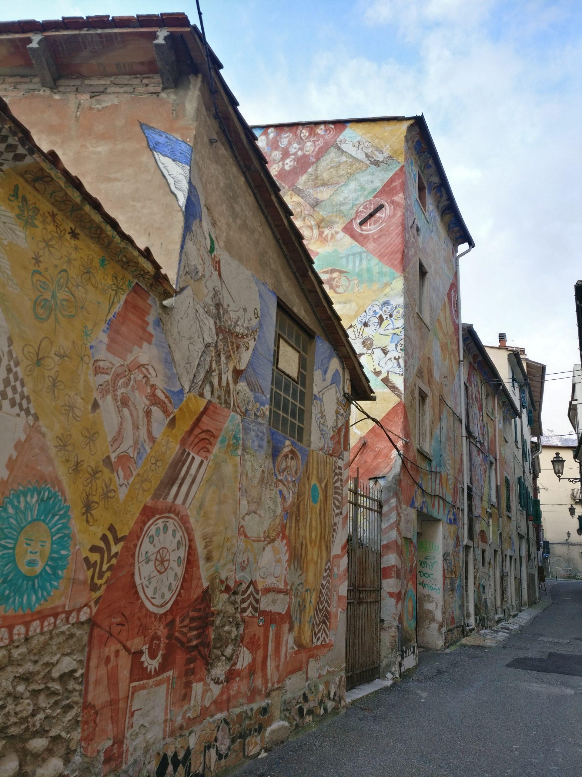 Il Vicolo San Piero a Carrara. Esempio di rigenerazione urbana spontanea con wall painting