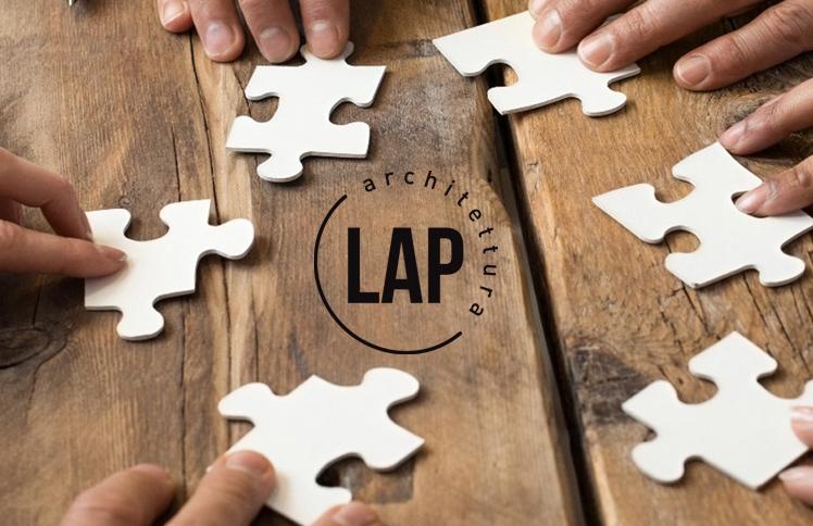 logo dello studio di architettura + tavolo di lavoro