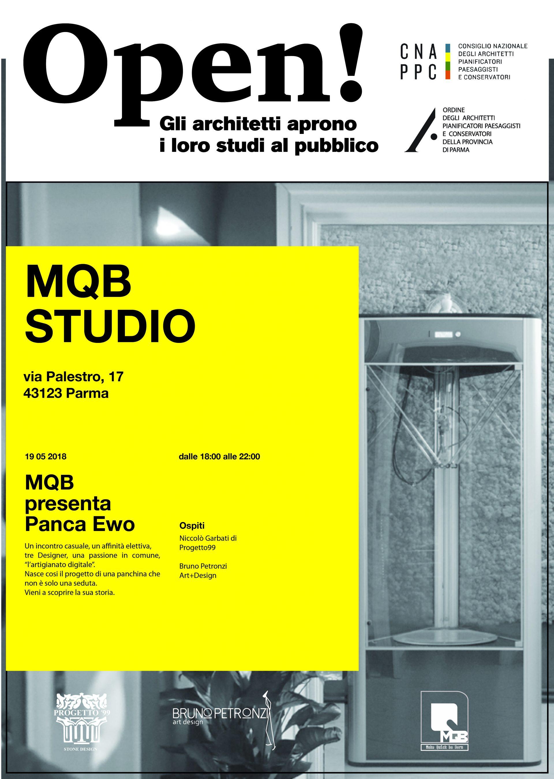 interno studio ospitato all'interno dell'azienda MQB srl, sullo sfondo una stampante 3D