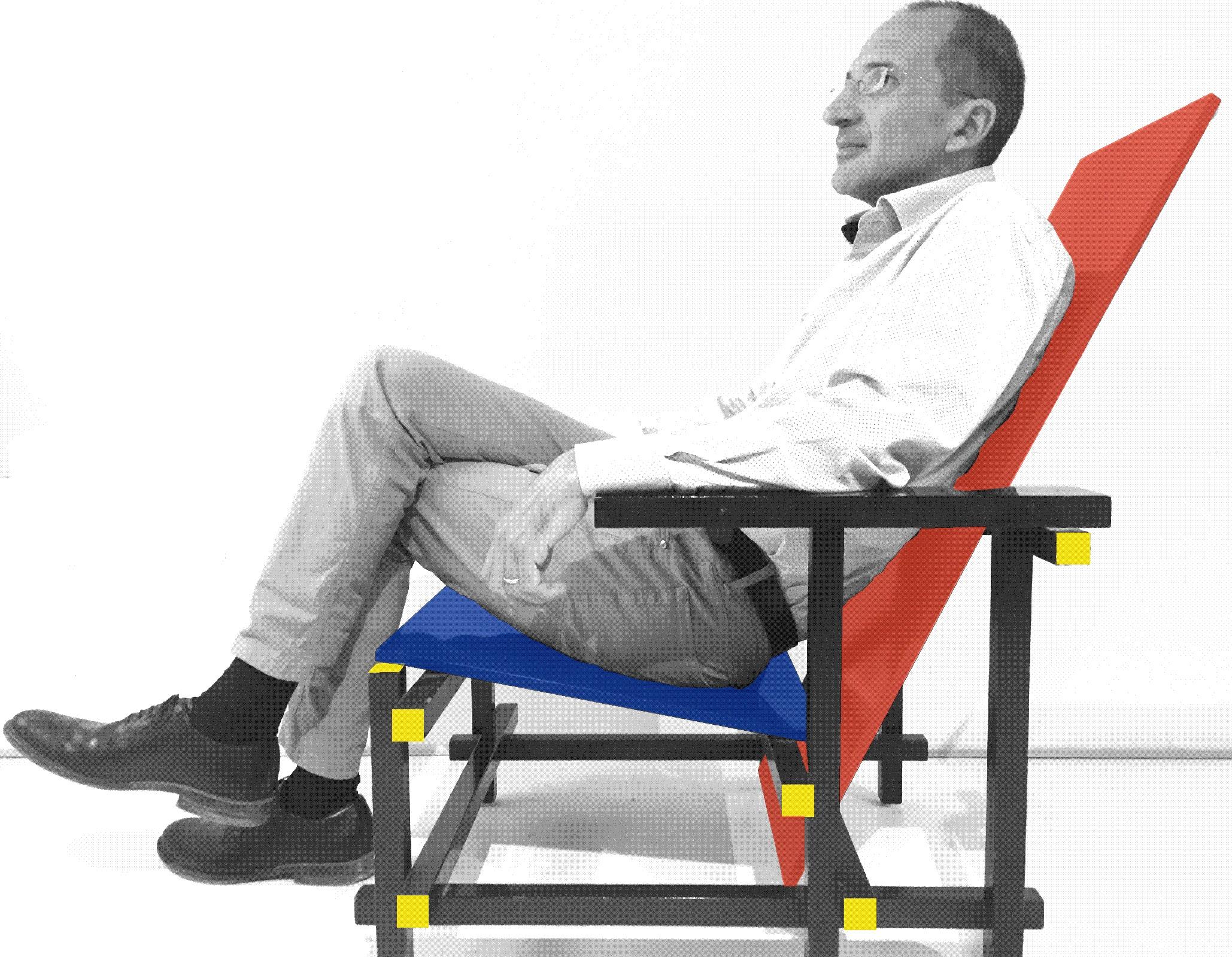 L'immagine ritrae l'Architetto Diaferio nel suo studio