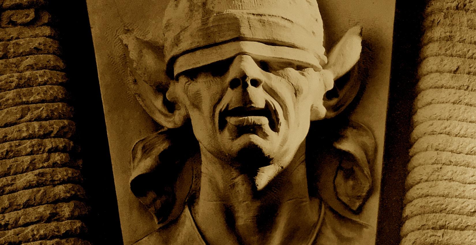Udine - Palazzo D'Aronco: mascherone con le orecchie d'asino e gli occhi bendati.