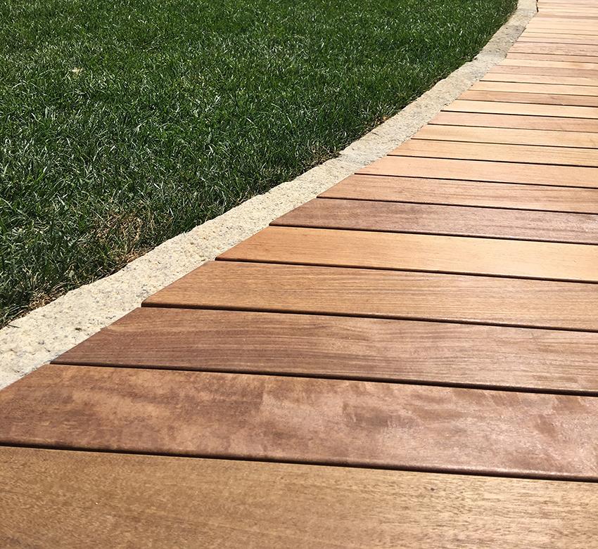 Deck in legno per esterni. Progetto by DPA, fornitura e posa Valentino Tavola