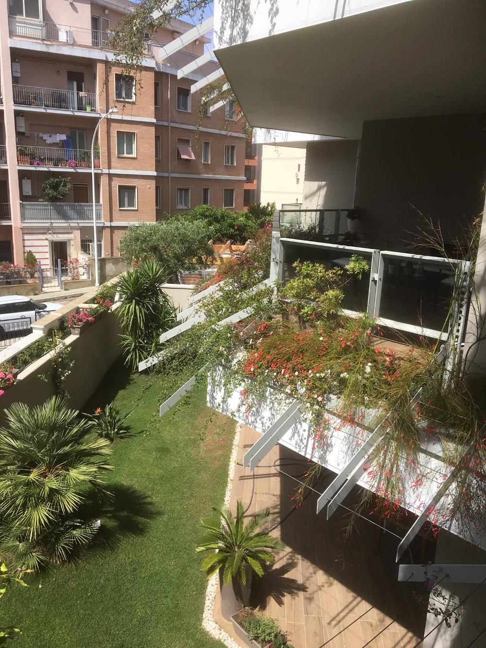 Balconi fioriti e giardini pensili