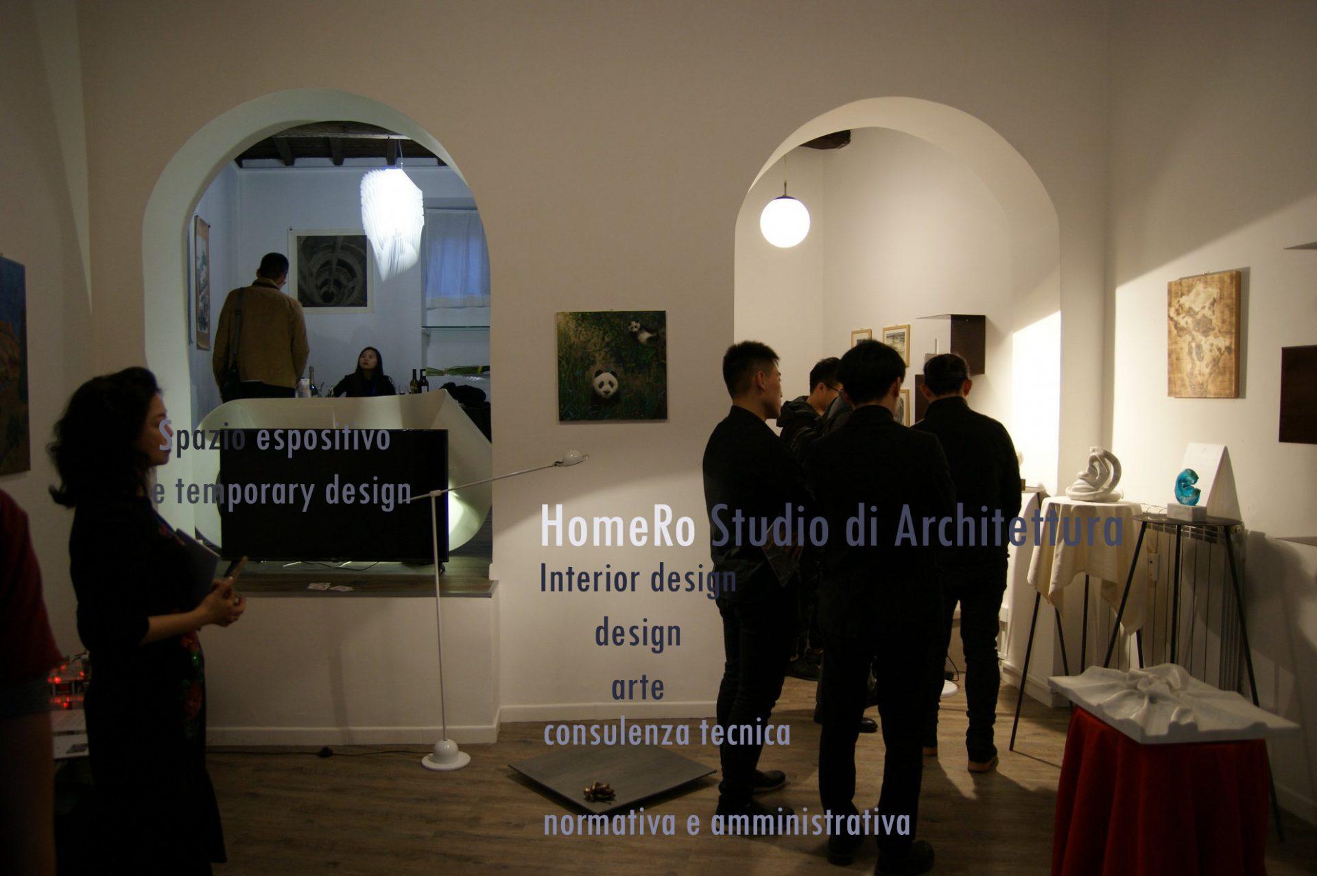 Nella foto si vede lo studio in una delle esposizioni legate all'arte e al design.