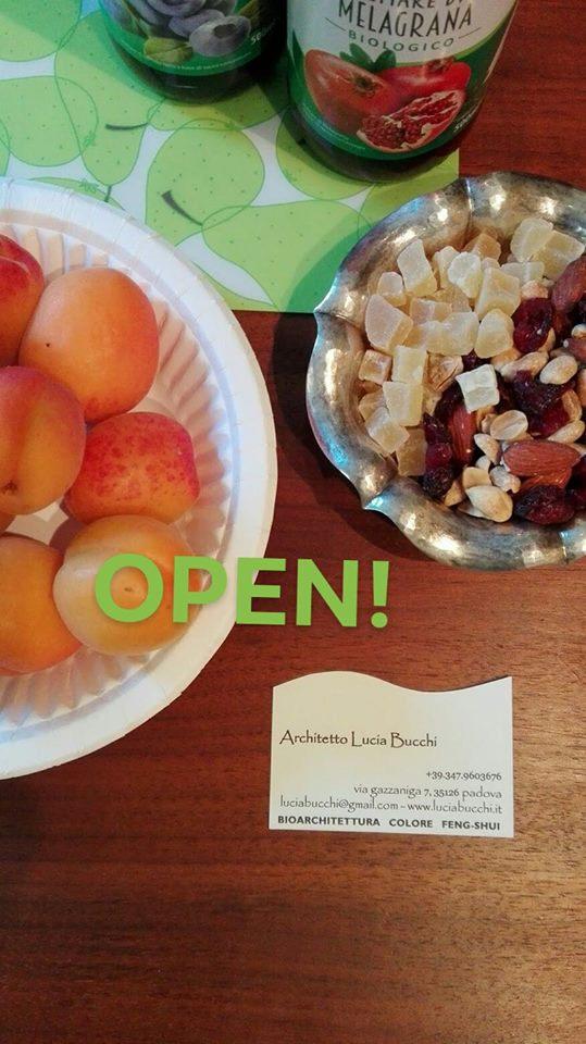zenzero e frutta sul tavolo dello studio arch. bucchi