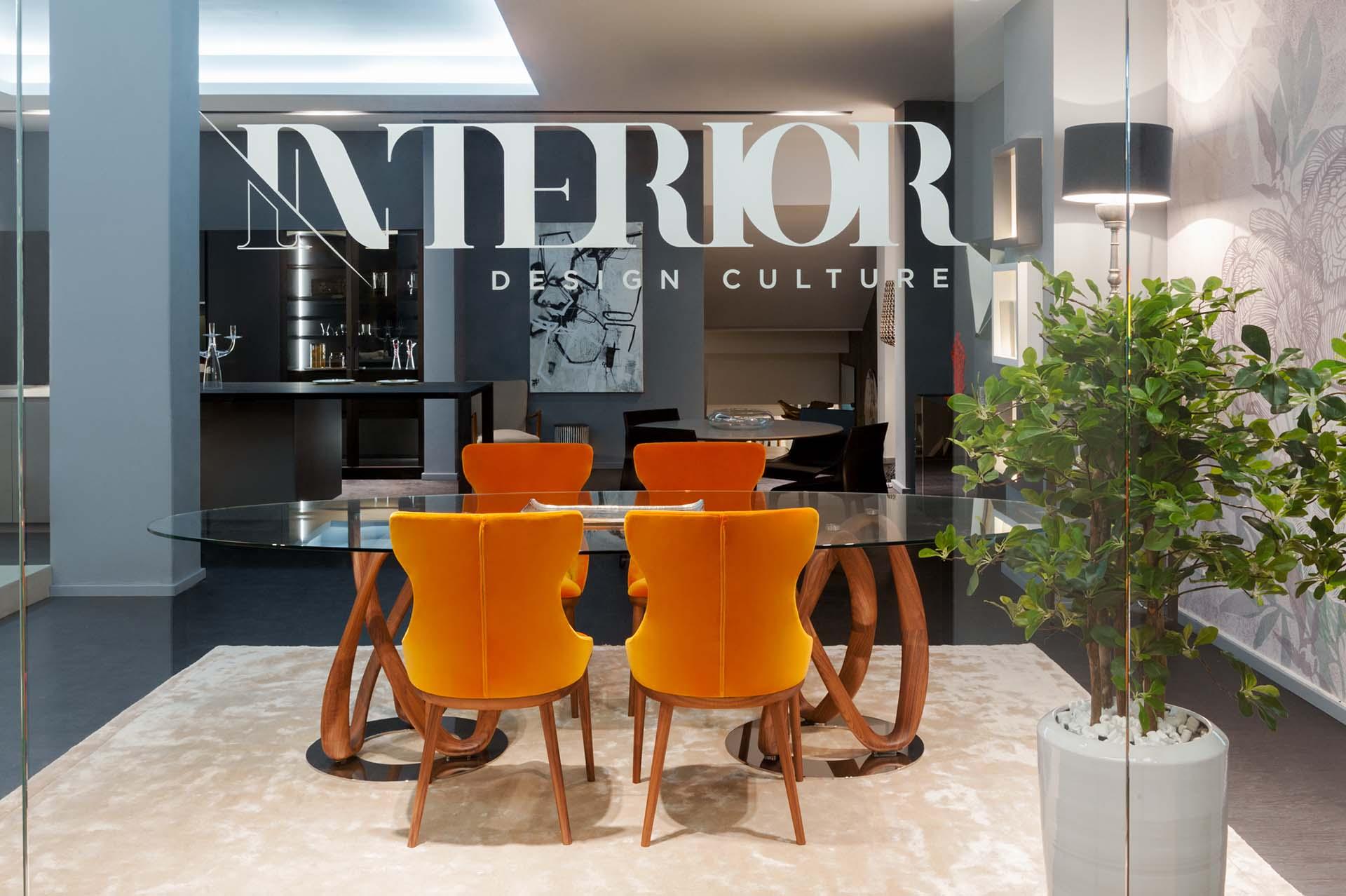 Fotografia dell'ingresso allo studio di architettura con scritta Interior