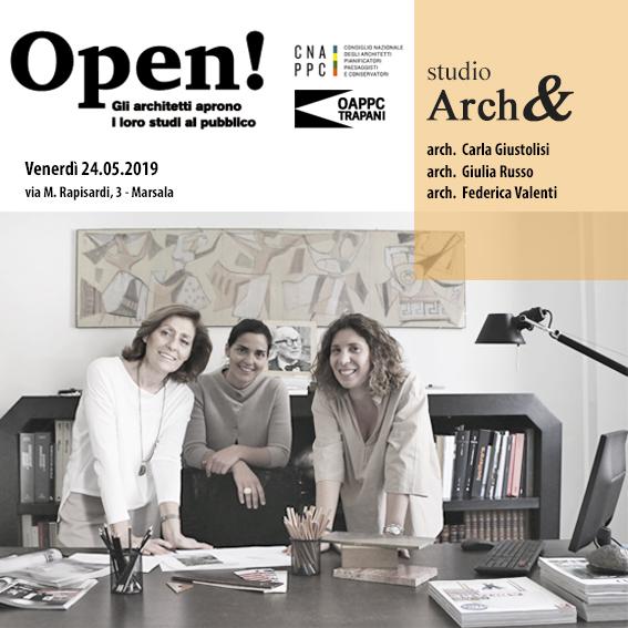 Fotografia degli architetti all'interno del loro studio