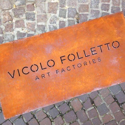 Fotografia dell'insegna di Vicolo Folletto Art Factory