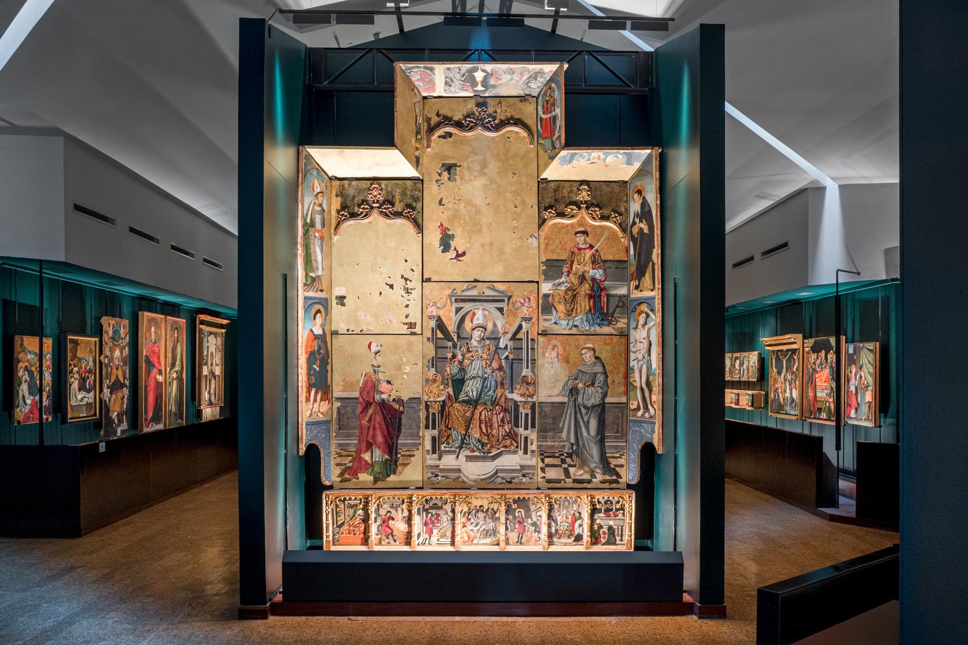 fotografia intervento di lighting design area retabli Pinacoteca Nazionale Cagliari